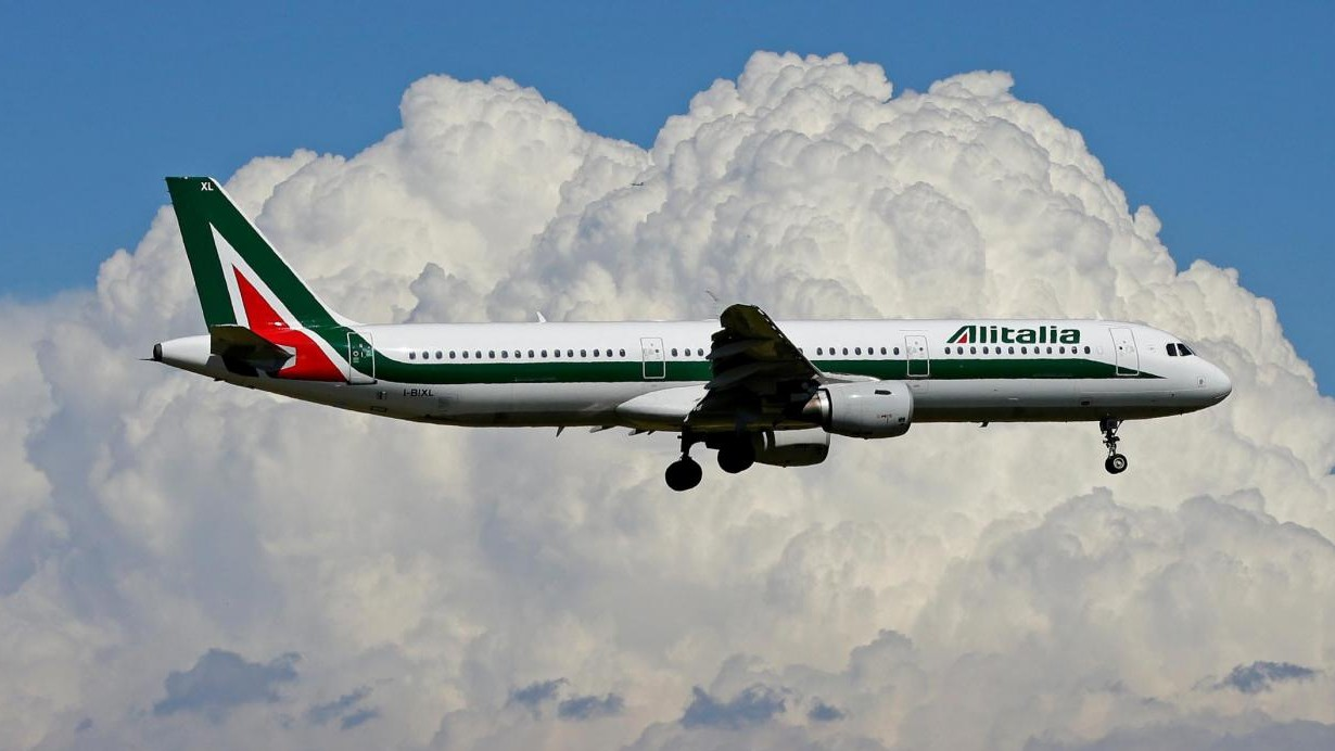 Alitalia, il fondo Usa Cerberus lancia un'offerta per rilevare l'intera compagnia