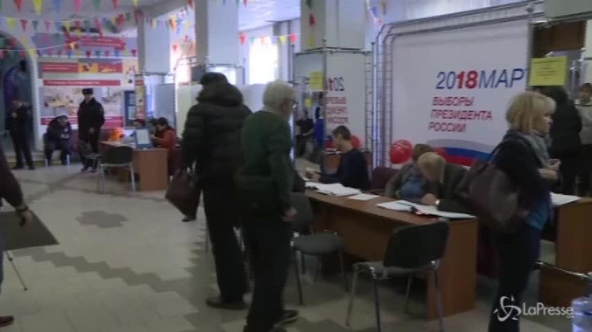 Seggi aperti in Russia per le elezioni presidenziali