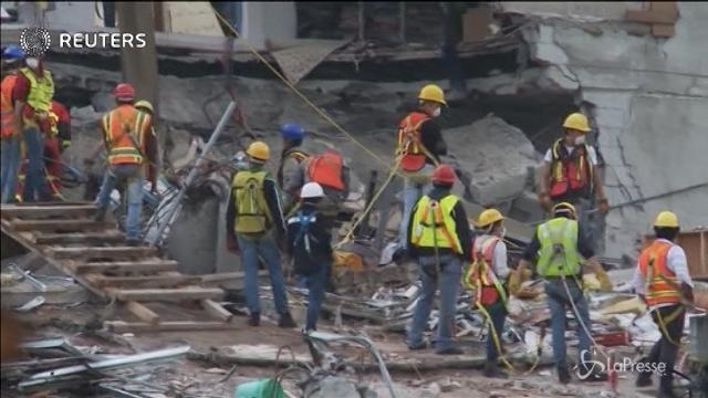 Messico, si scava ancora tra le macerie del terremoto