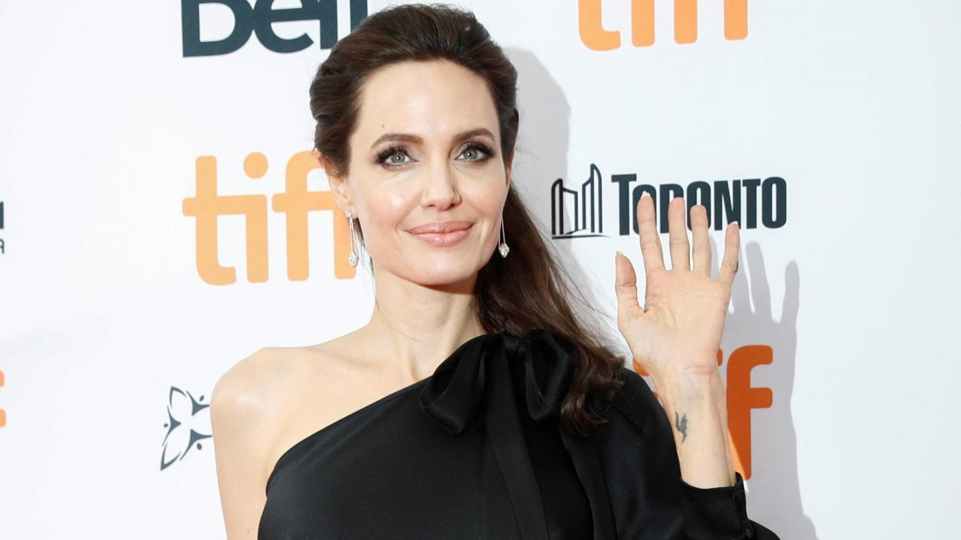 FOTO Angelina Jolie illumina Toronto: alla prima del suo film con i figli