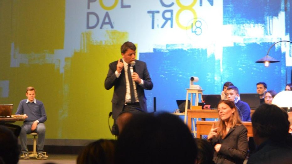 """Ultimo giorno della Leopolda, Renzi: """"Bonus 80 euro anche alle famiglie con figli"""""""
