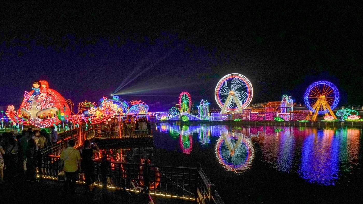 È autunno: la Cina si riempie di lanterne colorate
