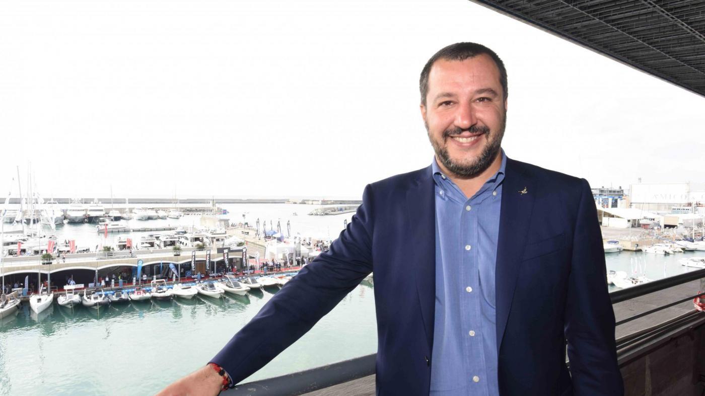 Tra visori 3D e ragazze immagine: Salvini visita il Salone Nautico di Genova