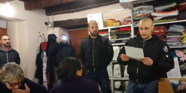 'Basta invasione': blitz di skinhead contro gruppo pro-migranti a Como