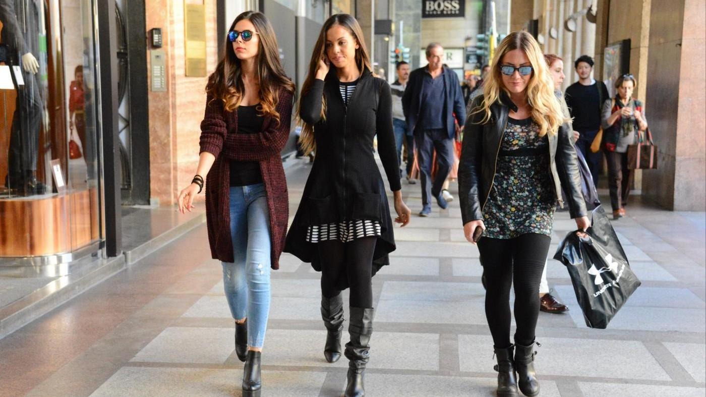 FOTO Ruby Rubacuori, una giornata di shopping con le amiche a Milano