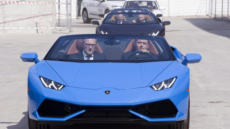 Renzi a Ibiza in Lamborghini: il web si indigna ma il video è un fake