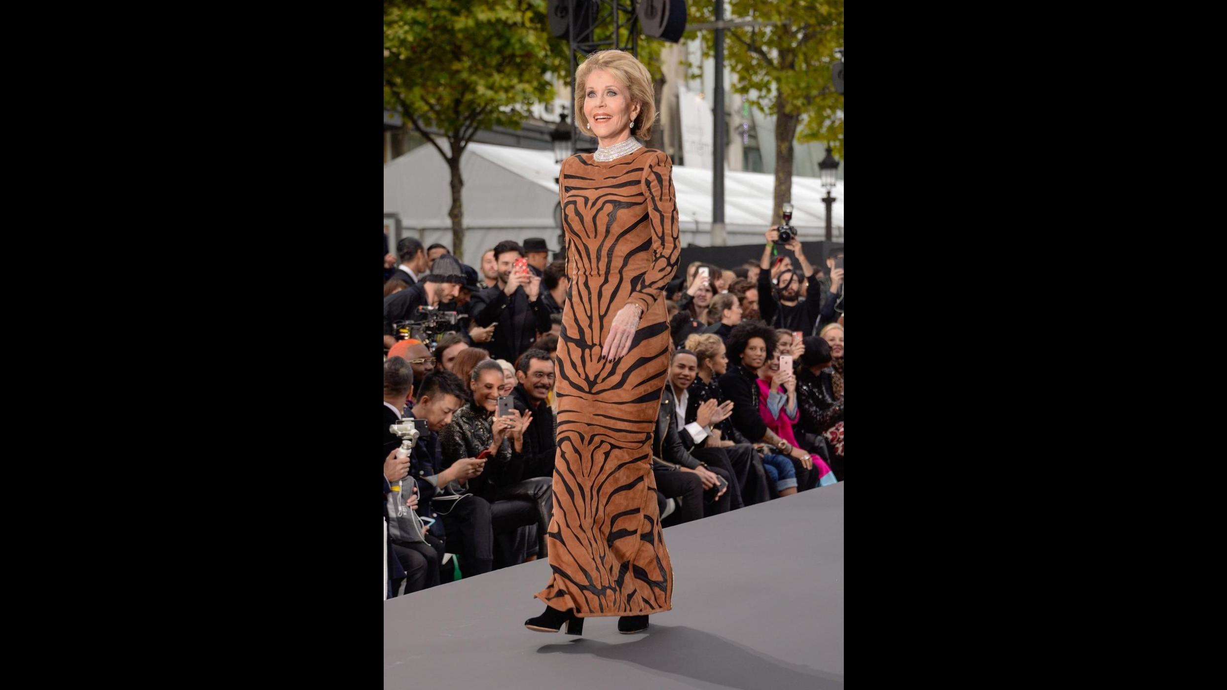 Paris Fashion Week, c'è Jane Fonda in passerella