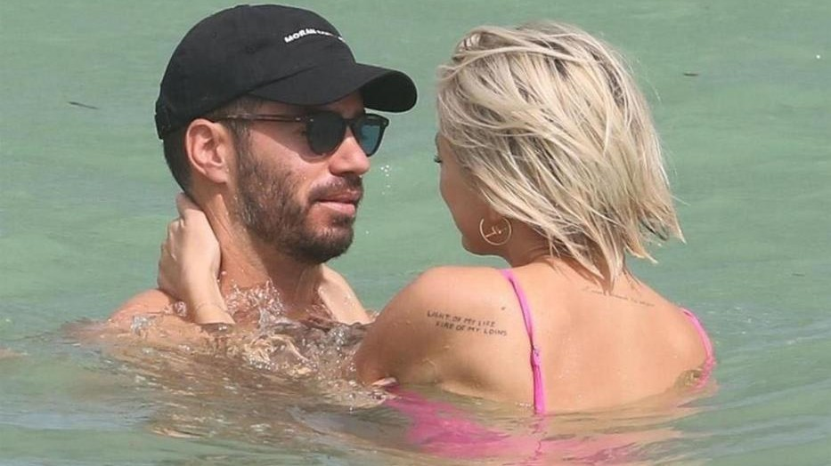 Caroline Vreeland, la nuova Emily Ratajkowski a Miami con il fidanzato