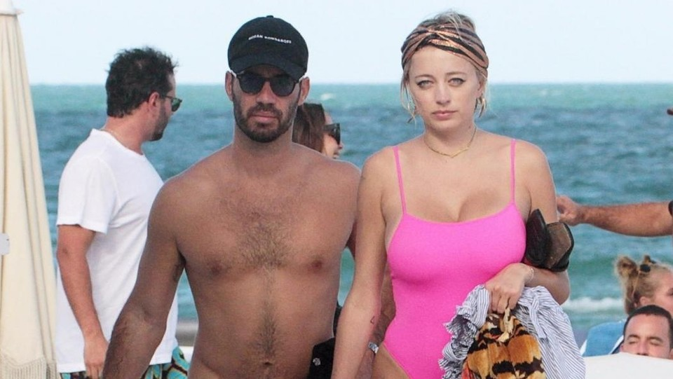 Caroline Vreeland e Jason Odio in spiaggia ©Backgrid