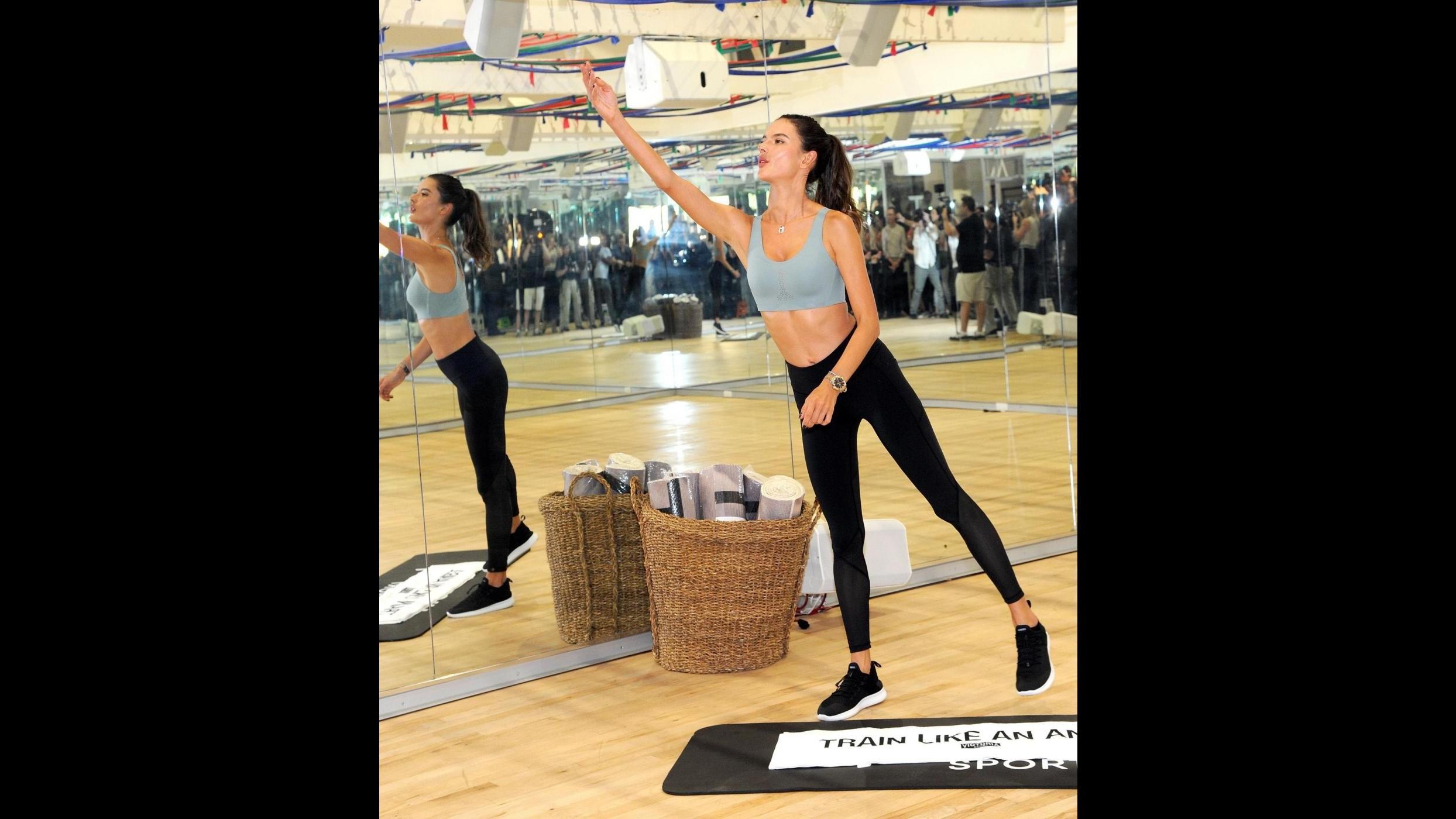 Anche Alessandra Ambrosio si affida a Tracy Anderson: ecco l'allenamento degli angeli
