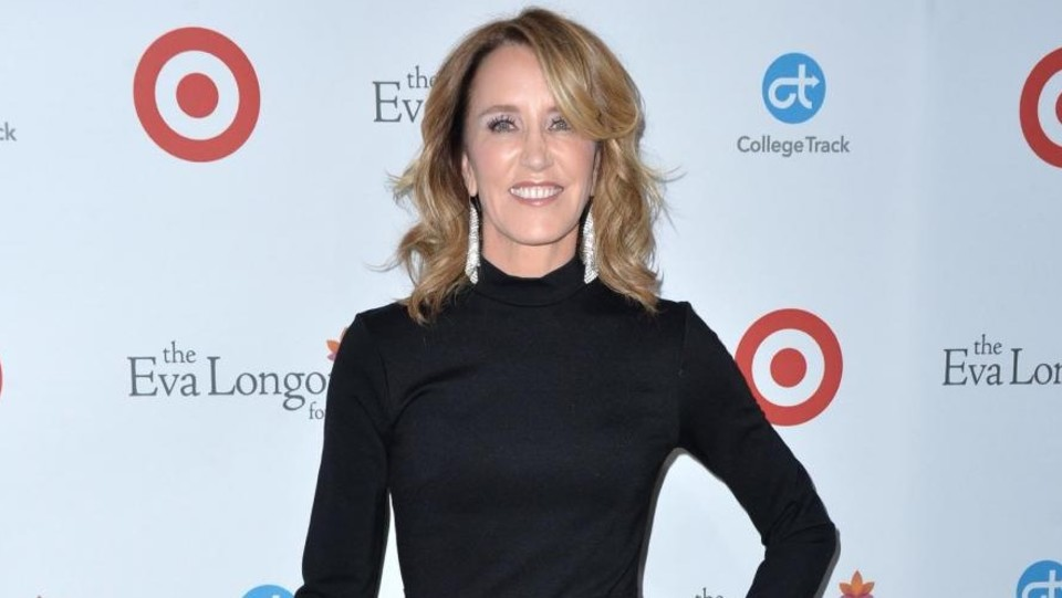 Anche Felicity Huffman in total black ©Abaca Press