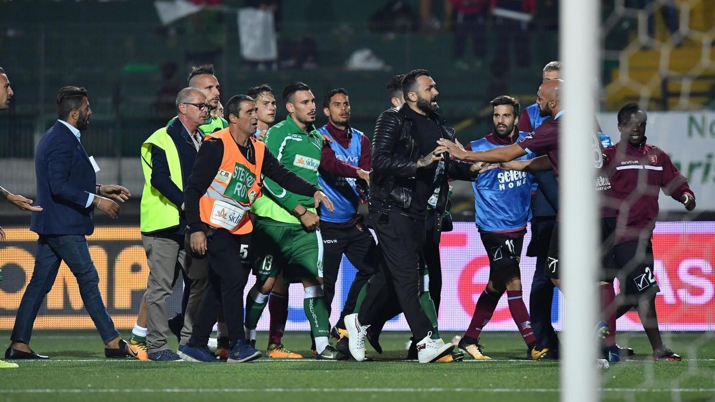 Serie B, l'Avellino cade in casa contro la Salernitana / Il fotoracconto