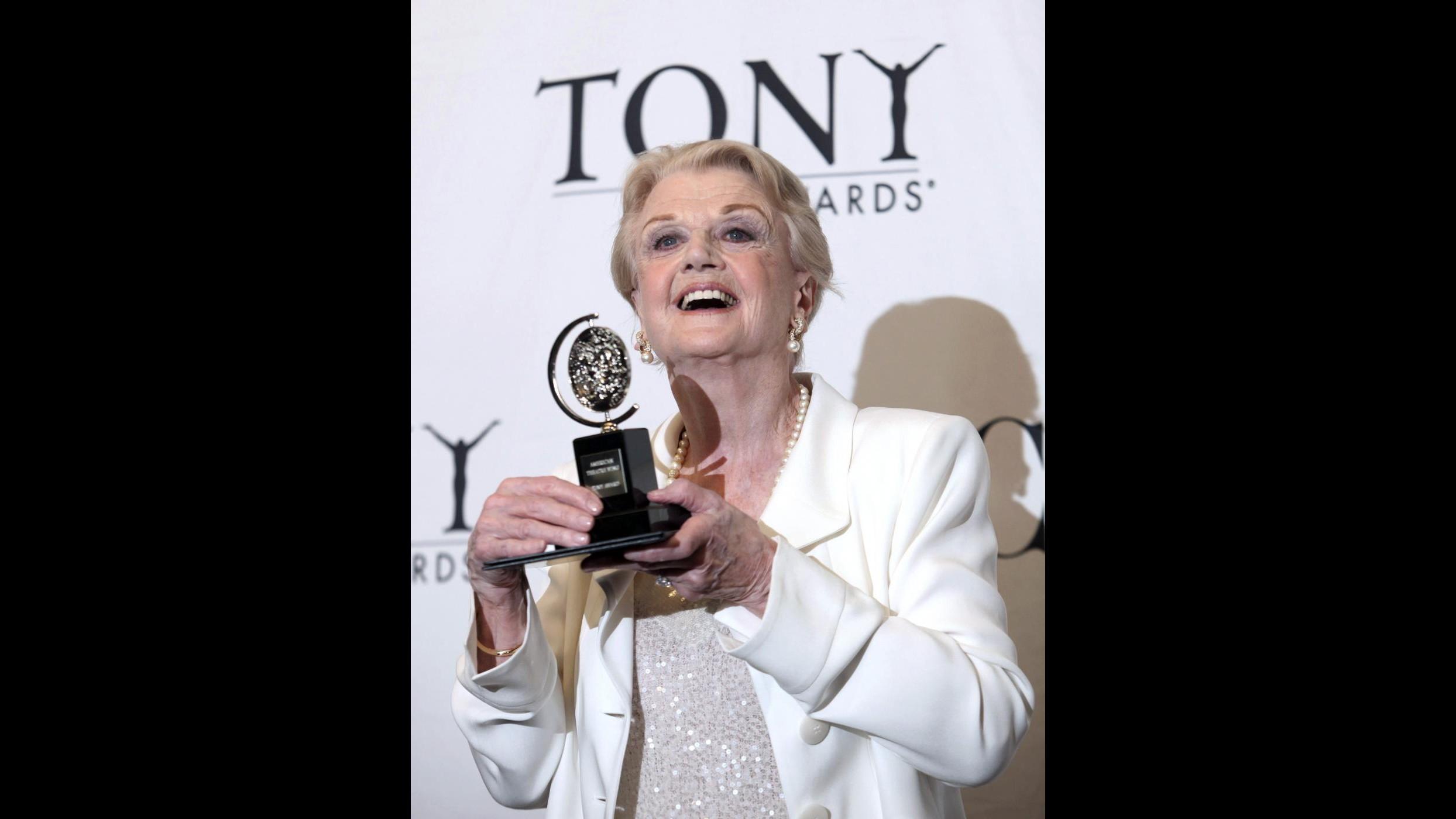 """Buon compleanno Angela Lansbury: una vita oltre """"La signora in giallo"""""""