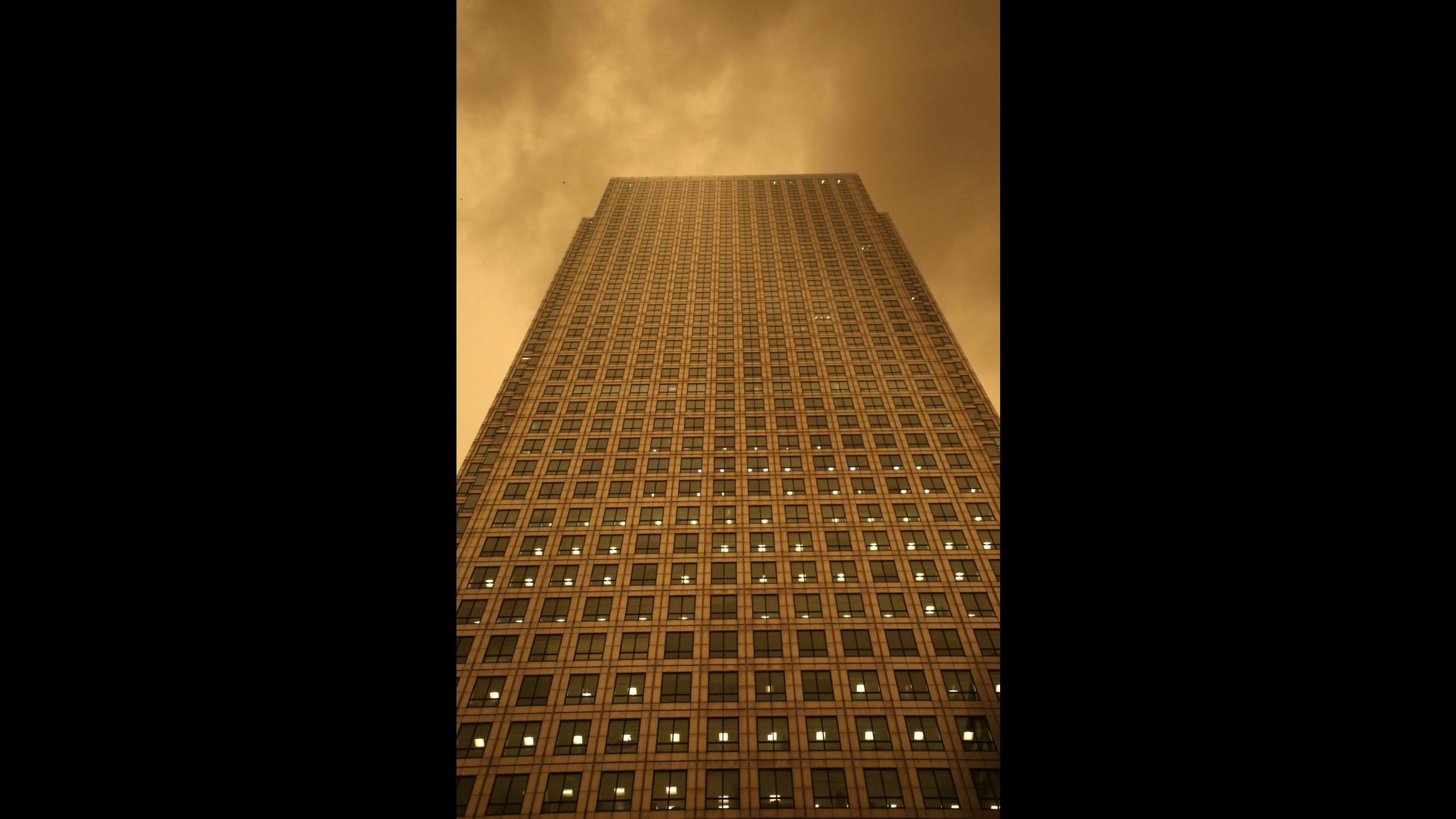Londra come Blade Runner: passa Ophelia e il cielo diventa rosso