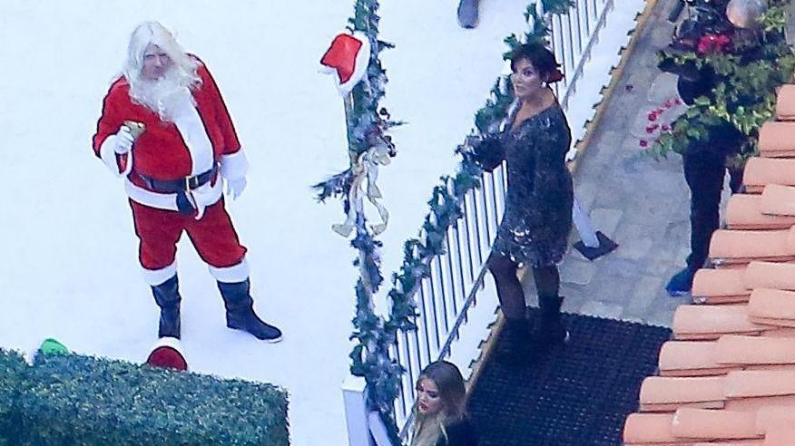 Santa Claus e pattinaggio sul ghiaccio: è già Natale a casa Kardashian