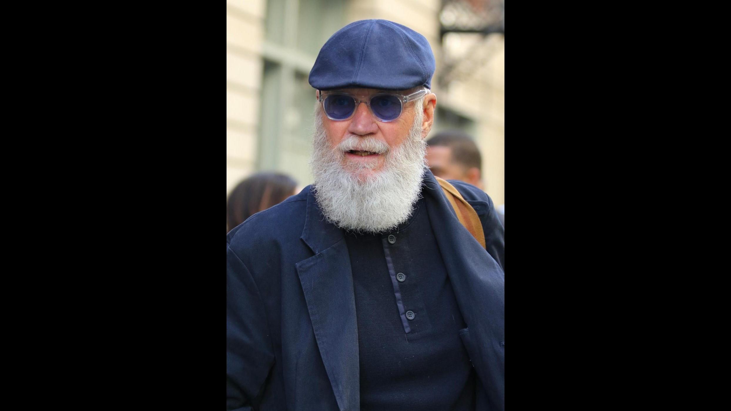 David Letterman come Babbo Natale: irriconoscibile con la barba bianca