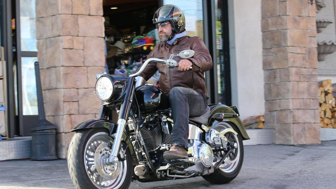 Paura per Gerard Butler: incidente in moto per l'attore