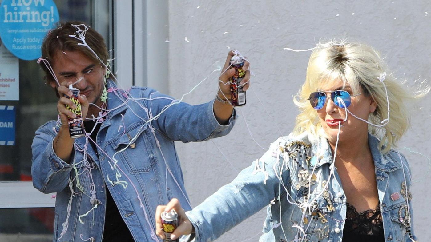 Scherzi di Halloween e guerra di stelle filanti per mamma Kardashian