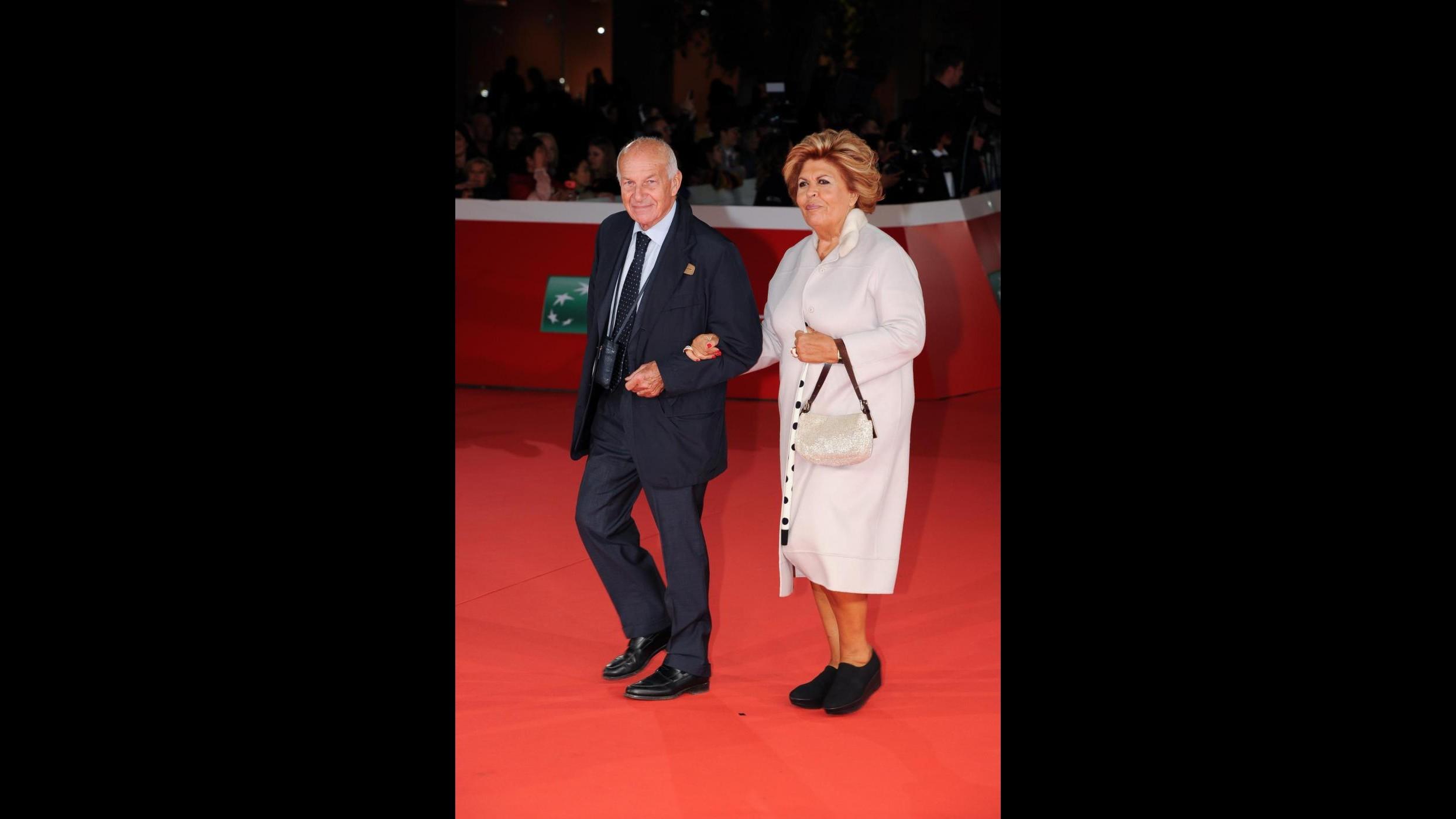 Dal look di Virginia Raggi all'incontro tra Mattarella e Rosamund Pike: al via la Festa del cinema
