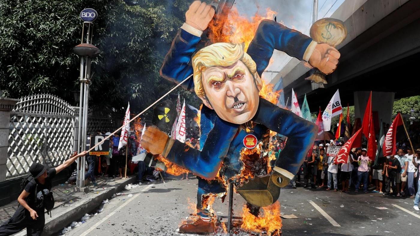 Trump come Hitler: dure proteste a Manila