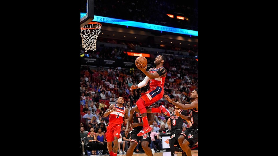 Miami Heat - Washington Wizards 93-102 - John Wall (Wizards) prova l'entrata ©LaPresse/Reuters