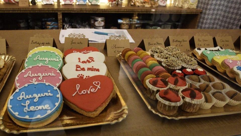 Biscotti A Forma Di Osso E Torte Di Compleanno Apre A Brescia La