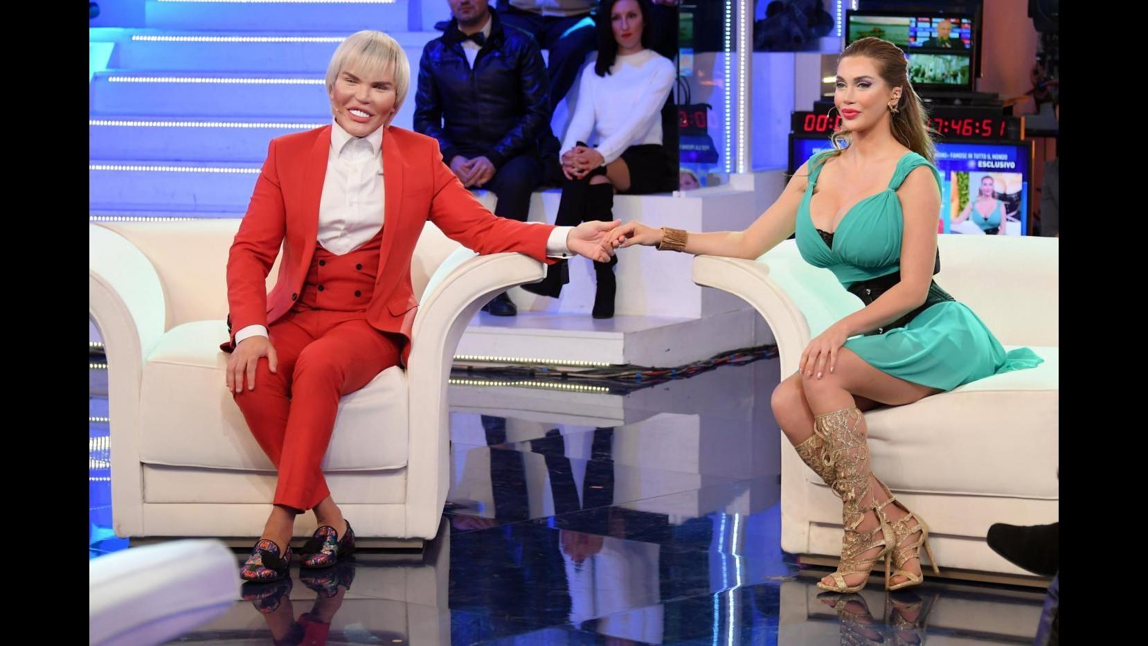 Domenica Live, Barbie e Ken umani insieme in tv per la prima volta