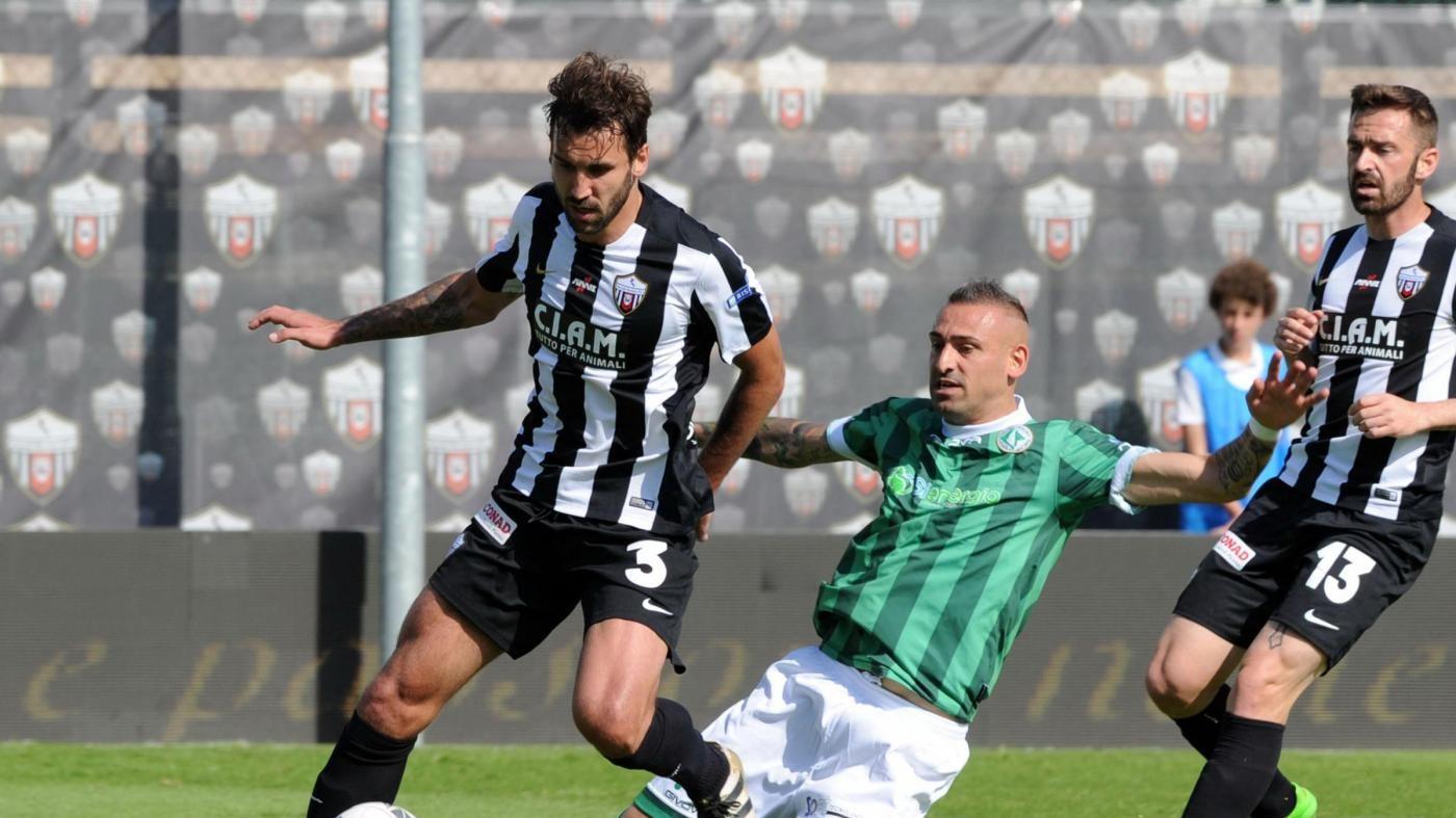 Serie B, l'Ascoli sconfigge l'Avellino per 2-0