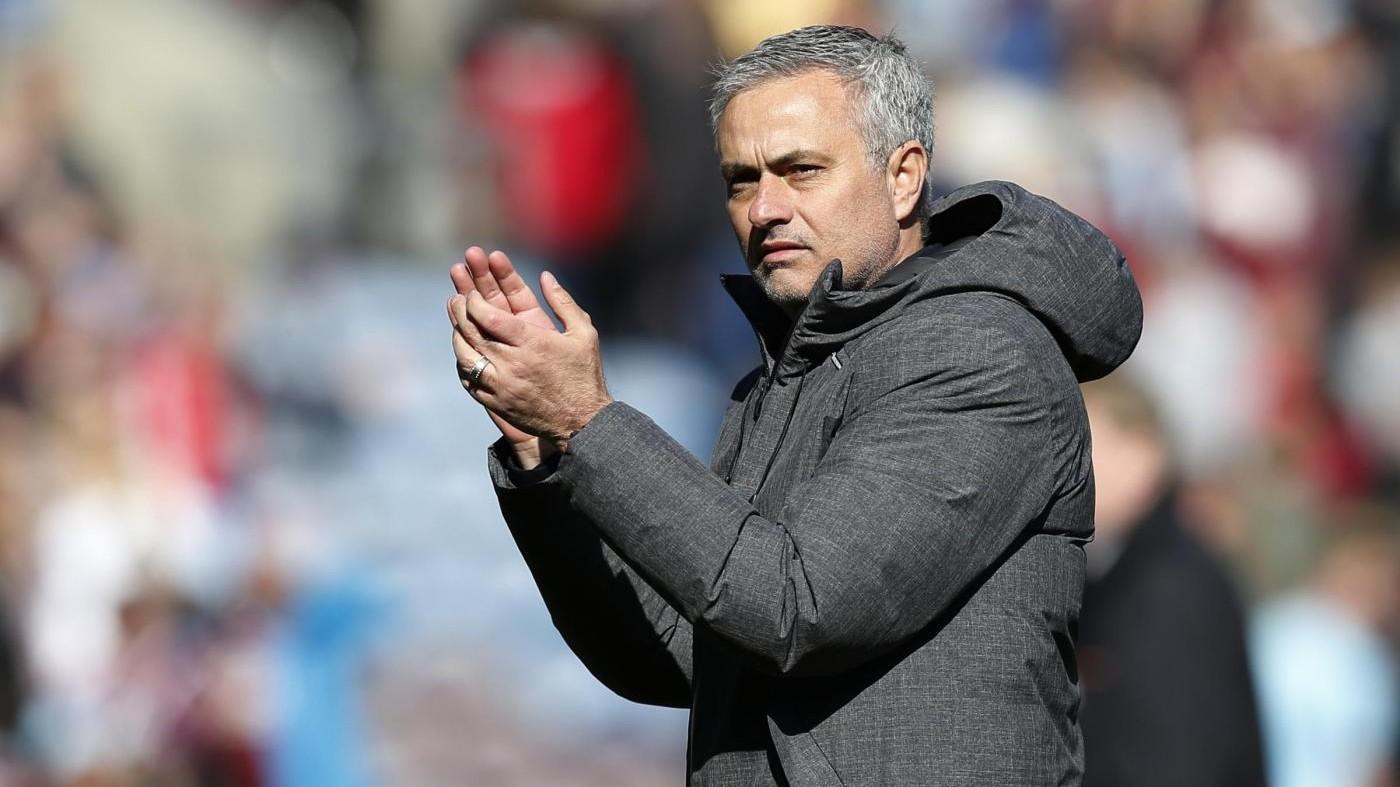 Mourinho: United combatte per posto Champions. E annuncia: Pogba salta derby