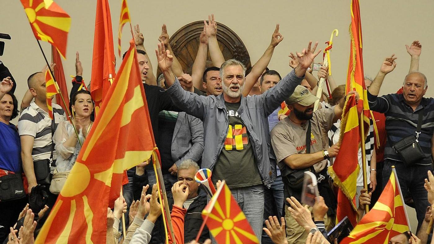 Macedonia, irruzione in Parlamento: oltre 100 feriti