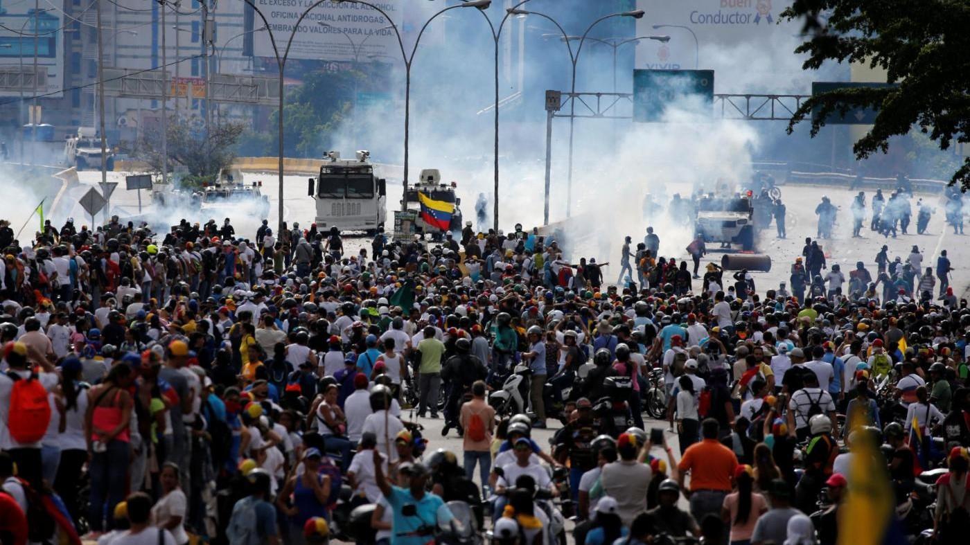 Venezuela, Maduro: Nuova Costituente. Scontri in piazza