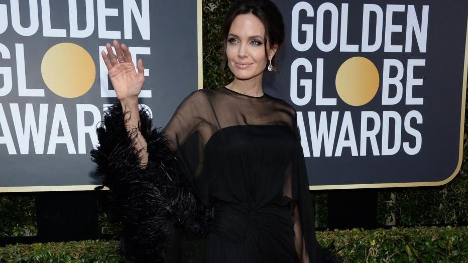 Golden Globe, in nero sul tappeto rosso