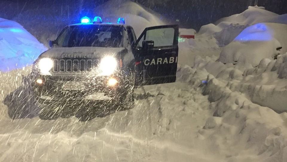 Neve sulle strade a Sestriere ©