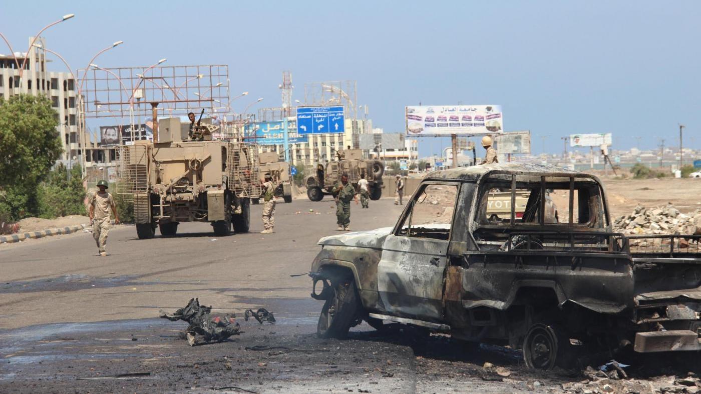 Yemen, autobomba in base militare: almeno 8 morti