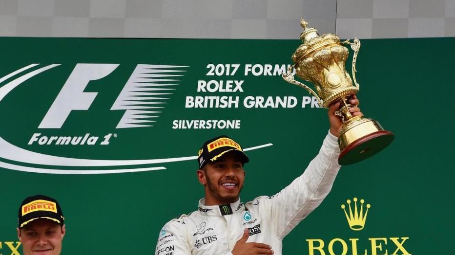 Hamilton punta al sorpasso. Ferrari: serve una risposta