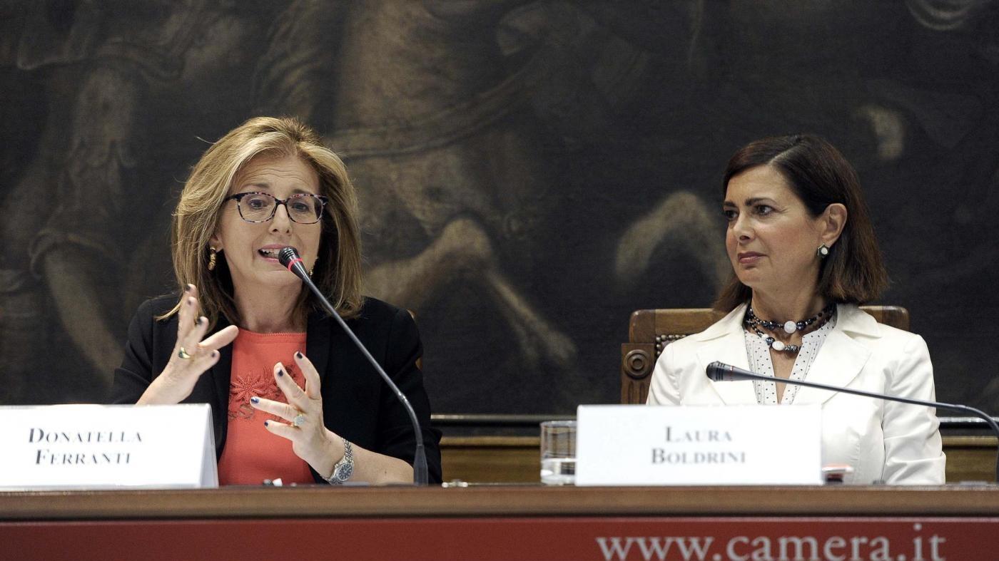 Italiani xenofobi e ignoranti. Per il 25% i gay sono malati