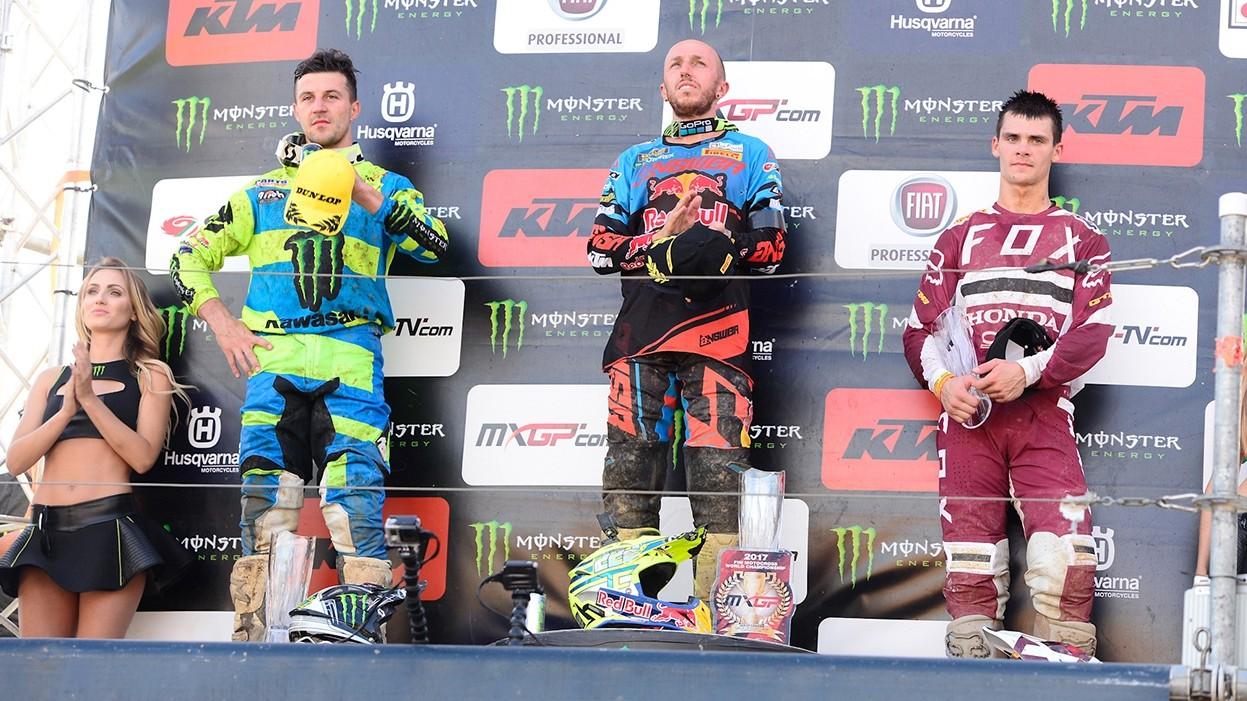 Motocross, tripletta per Tony Cairoli a Loket