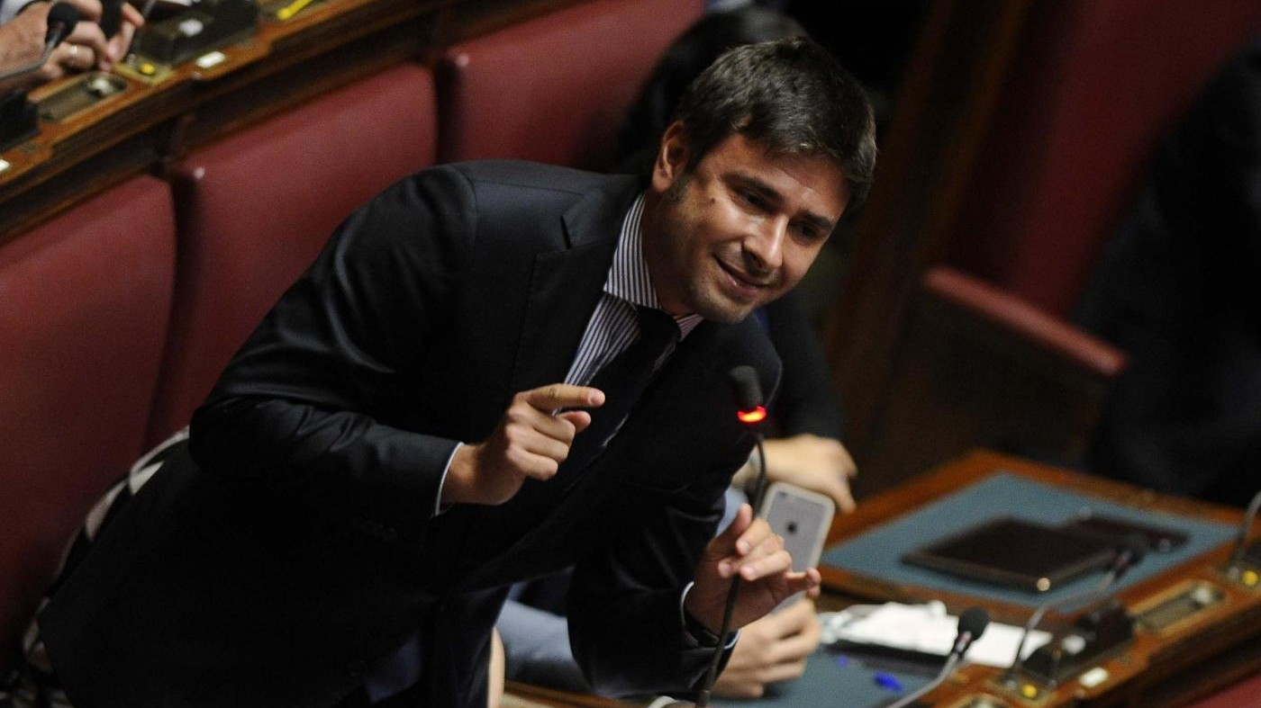 Di Battista dà Nobel a Hollande, poi scontro con Boldrini: Espulso