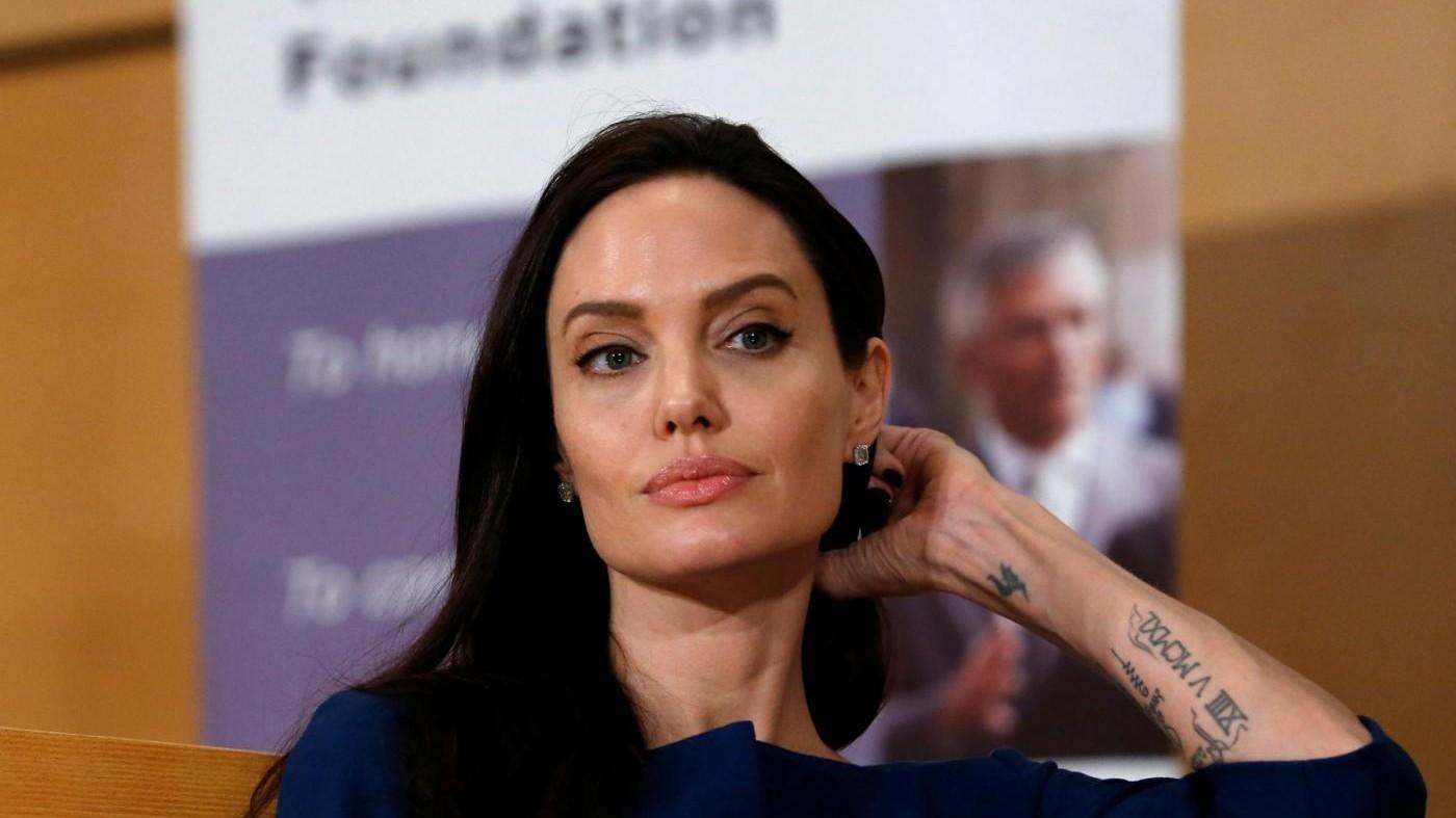 """Jolie vs Vanity: """"Mai raggirato bambini"""". Rivista ha registrazione"""