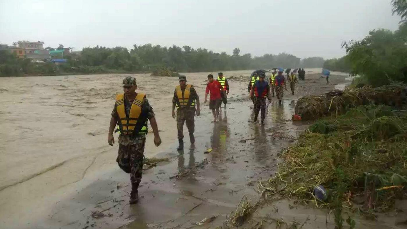 Alluvione in Nepal, 49 morti. Bloccati in hotel 600 turisti