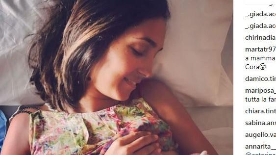 Balivo è mamma: sui social la foto mentre allatta Cora