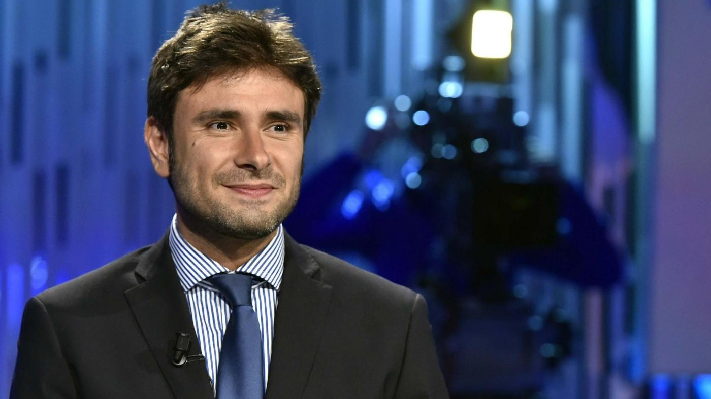 M5S, Di Battista: Renzi buffone, farà campagna elettorale su di noi