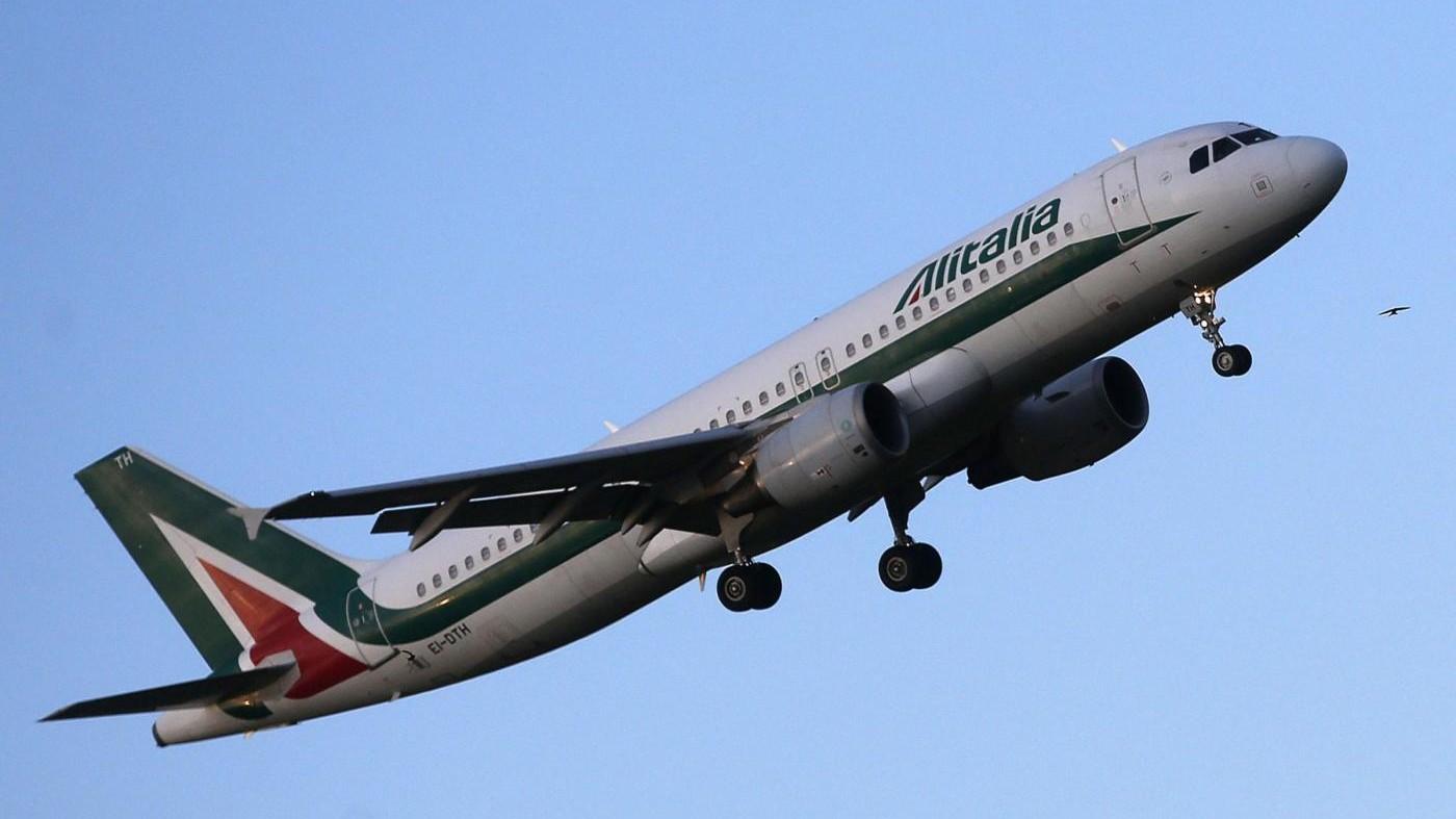 Alitalia, i commissari: Una prima tranche da 220 milioni