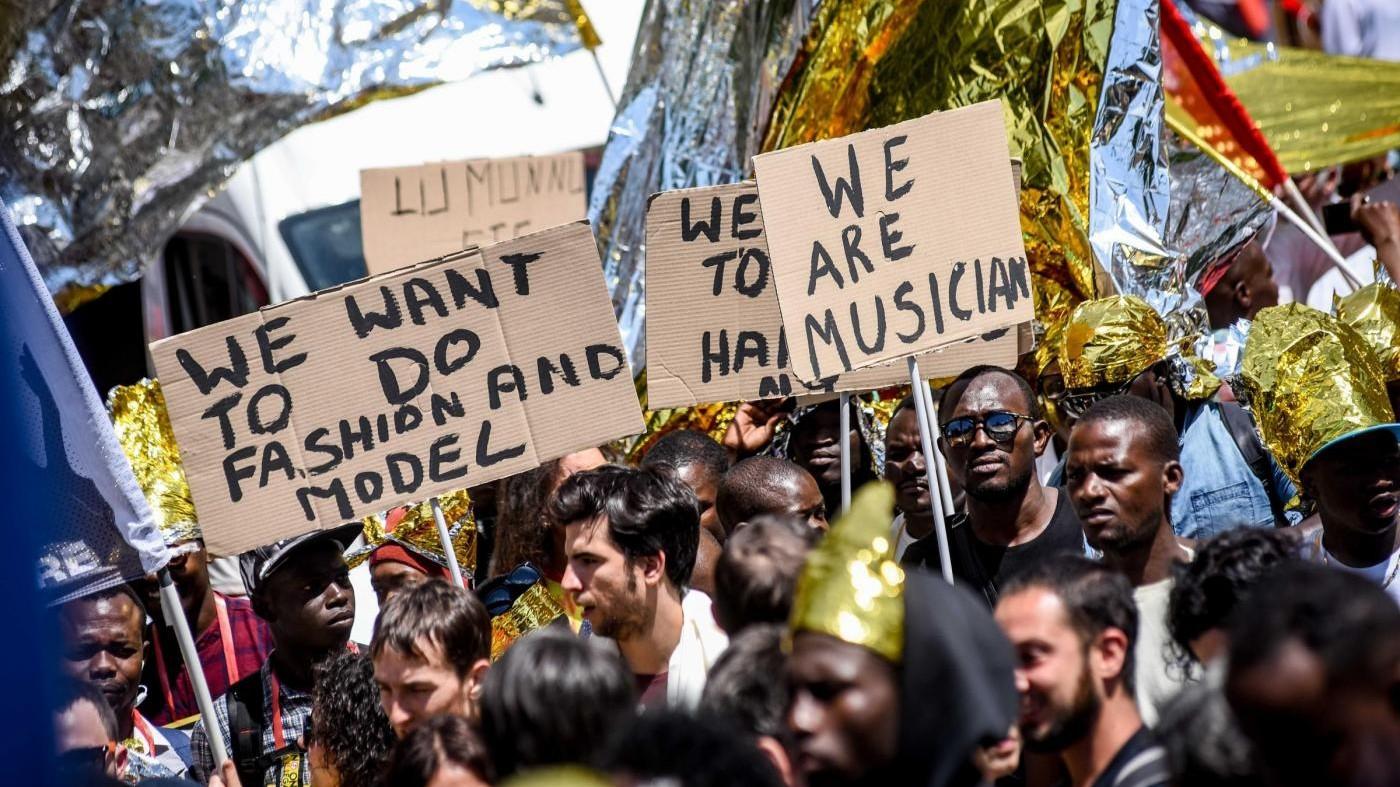 Migranti, a Milano l'orgoglio dell'accoglienza: Siamo 100mila