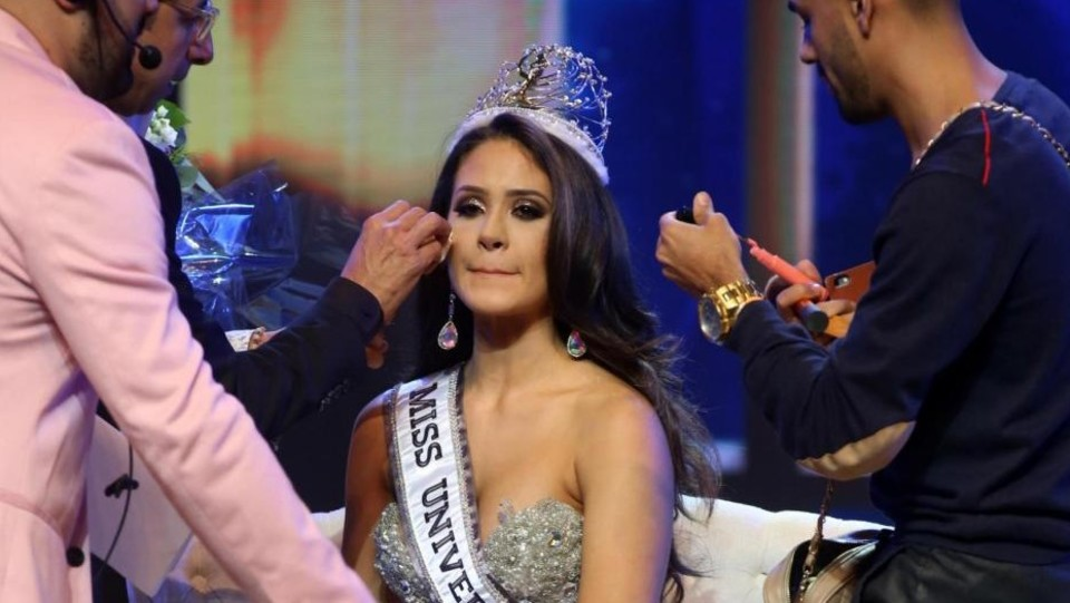 Make-up per la miss ©LaPresse/EFE