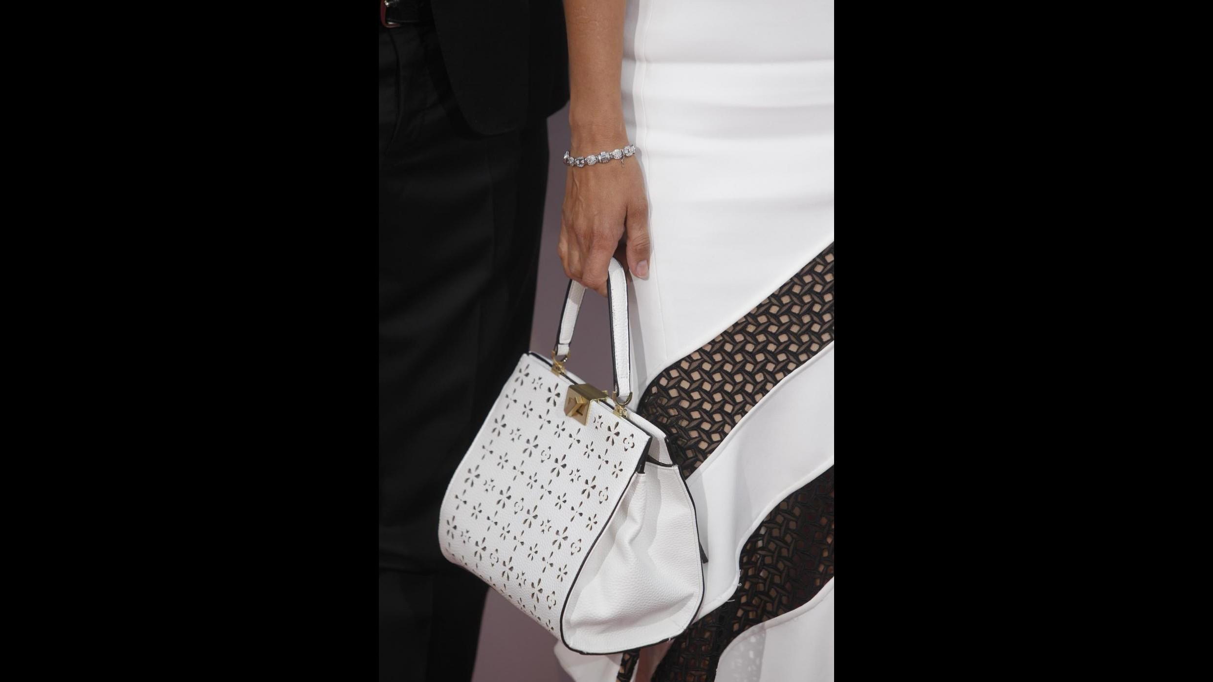 FOTO Penelope Cruz elegantissima in bianco a Madrid
