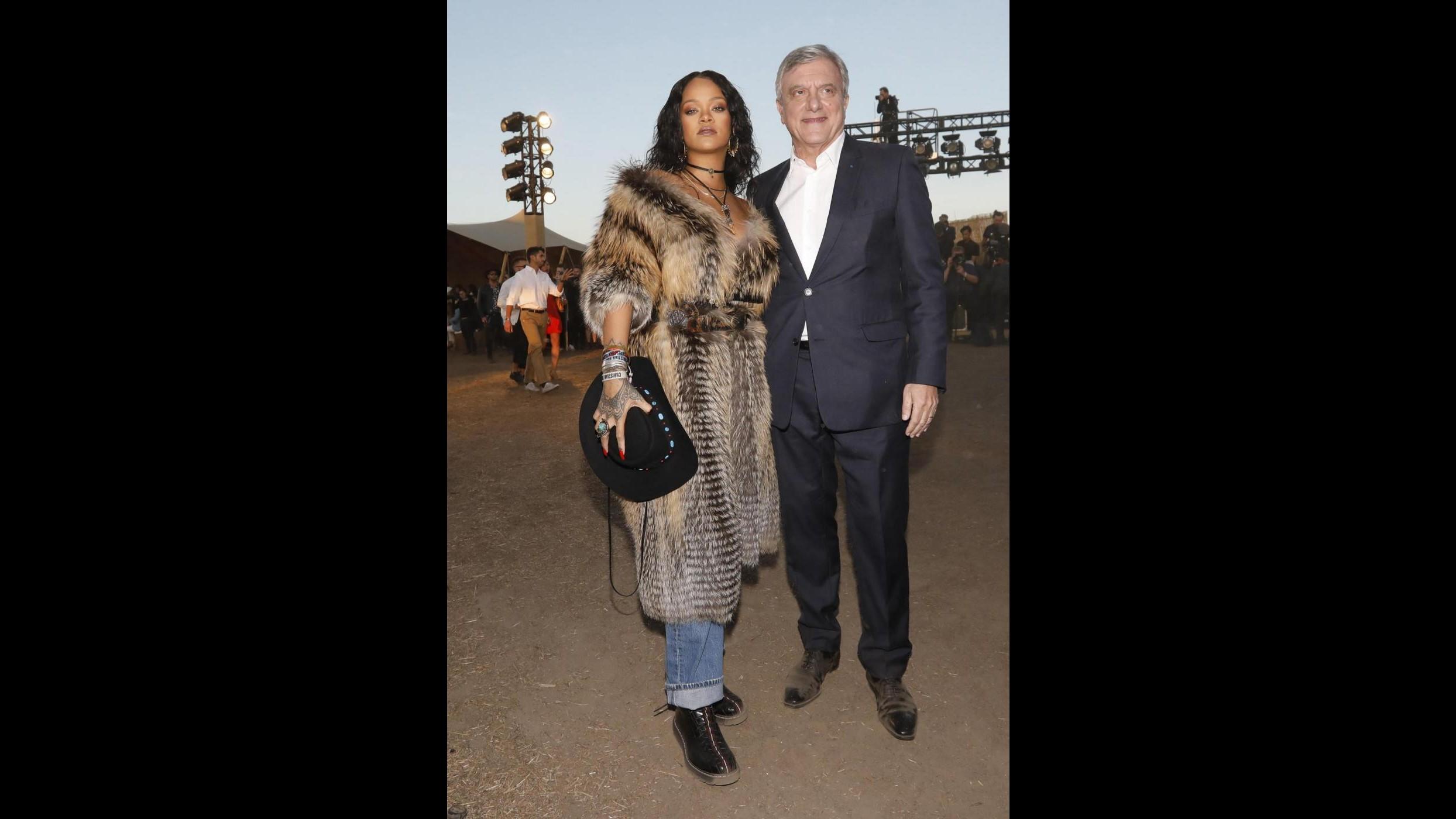 Splendida e un po' selvaggia Rihanna incanta la sfilata Dior