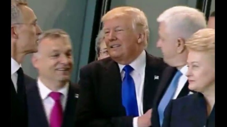 Nato, Trump 'mostra i muscoli' e spinge via premier Montenegro dalla foto VIDEO