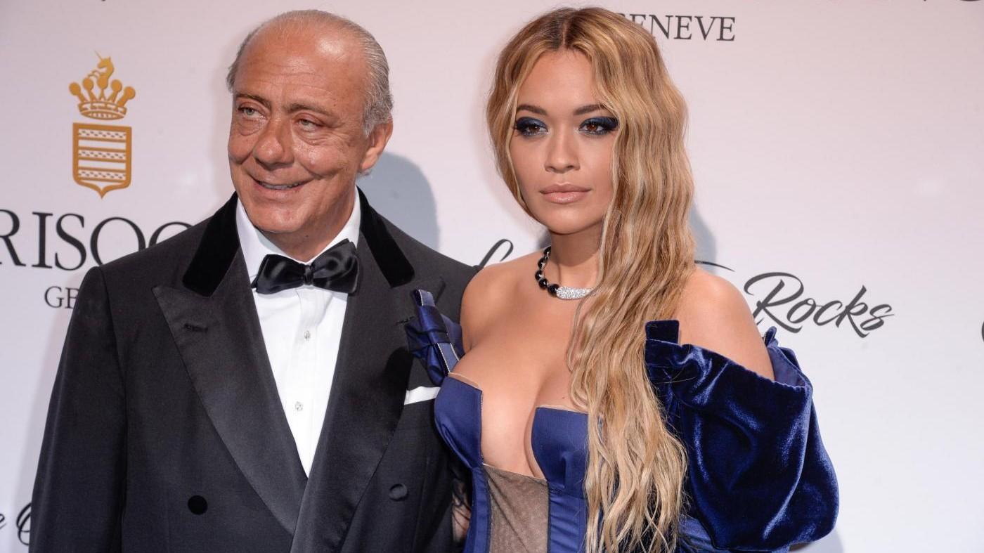 FOTO Seno in vista per Rita Ora al party di Cannes