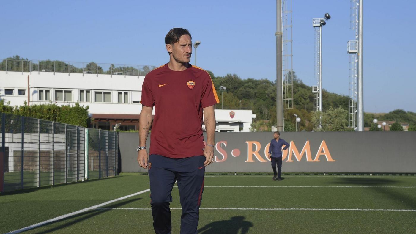 Renzi: Onore a Francesco Totti, è il calciatore simbolo della nostra generazione